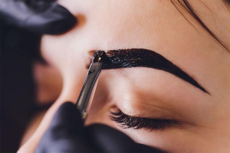 Augenbrauen färben & zupfen