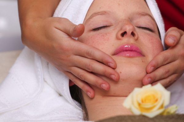 Beautybehandlungen für Haut, Gesicht, Augen